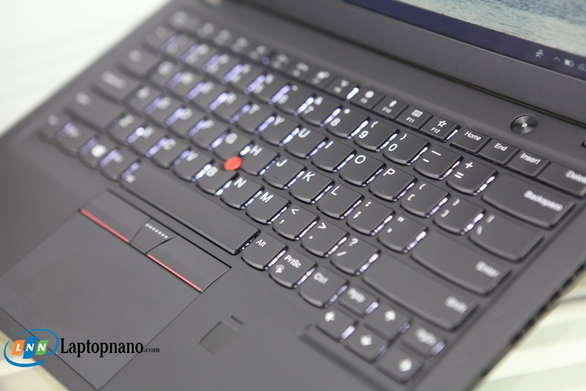 Lenovo ThinkPad X1 Carbon Gen 5-1