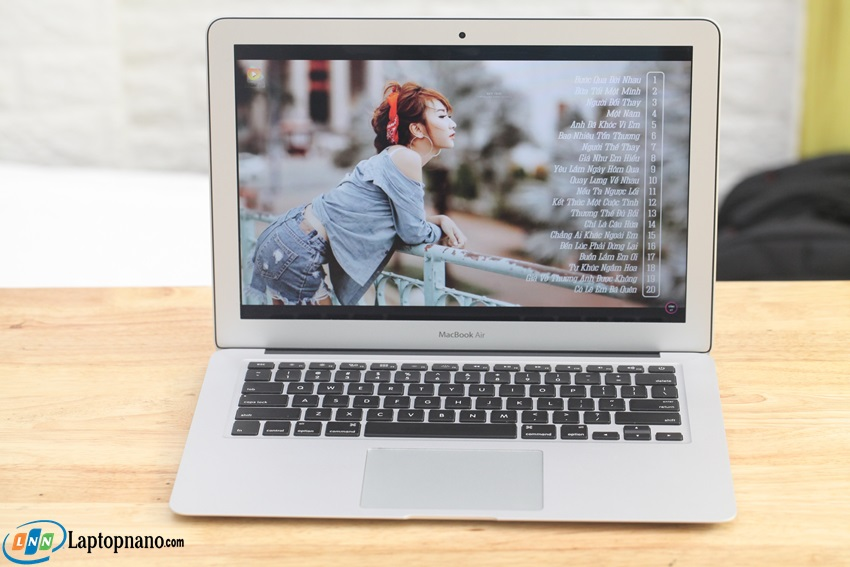 macbook Ari MD760